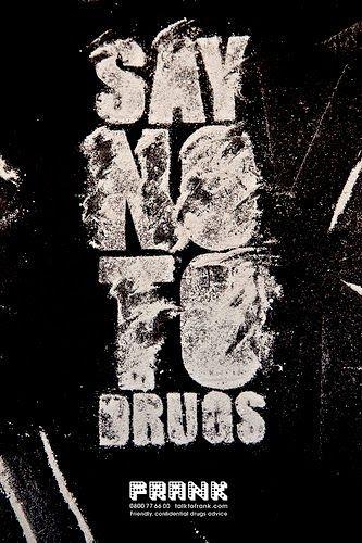salah satu poster anti narkoba yang keren banget dengan tulisan say no to drugs