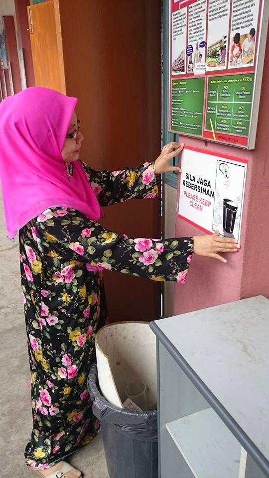 26012015 memasang poster di luar pss