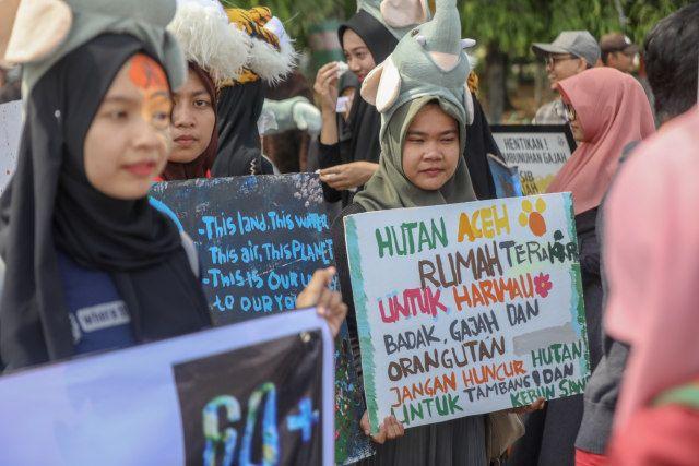 Poster Badak Air Penting Foto Ketika Aceh Merayakan Hari Bumi Kumparan Com